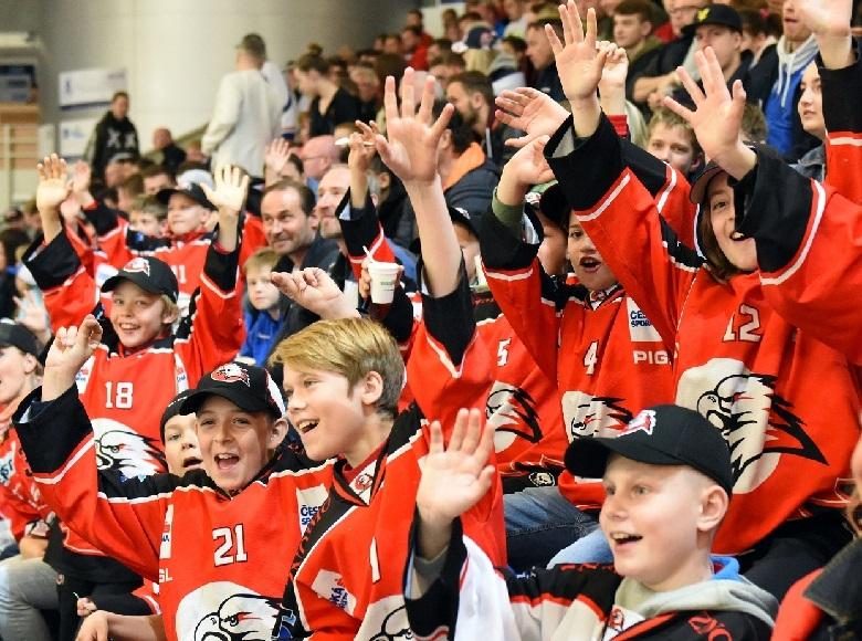 Malí hokejisté z jižní Moravy viděli díky projektu Pojď hrát hokej hvězdy světového hokeje