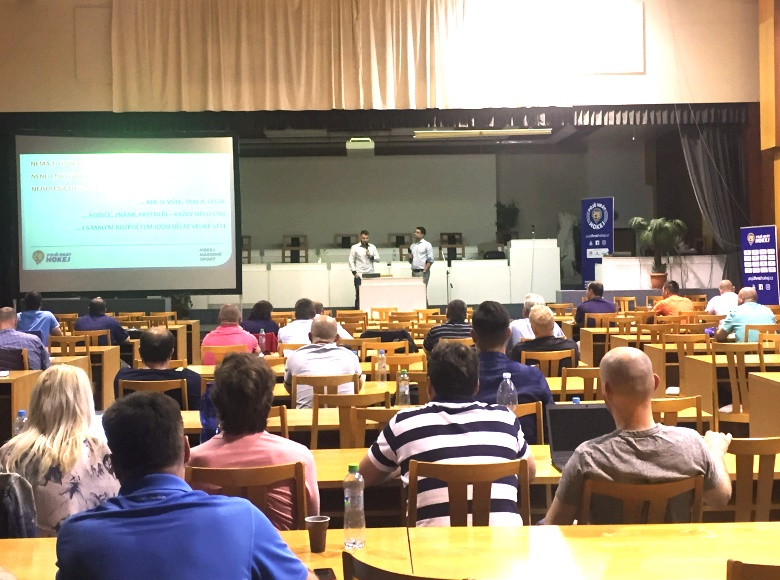 Zástupci z téměř 80 klubů se zúčastnili seminářů projektu Pojď hrát hokej