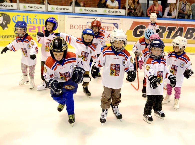 Rodiče musí ve svých ratolestech vzbudit zápal pro sport, říká odborník na dětský hokej