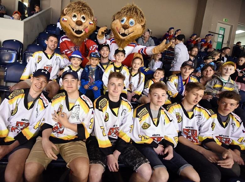 Kluby zapojené do Pojď hrát hokej vyrazily na Carlson Hockey Games