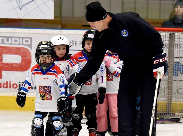 Šéftrenér ČSLH Slavomír Lener: Hokej je dostupný sport. Všechny, kdo se přihlásí, naučíme bruslit